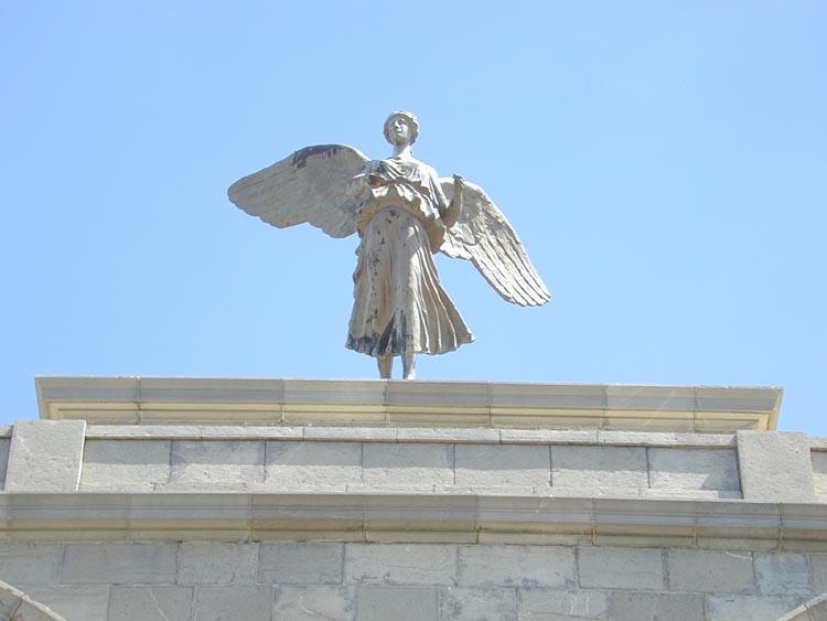 البوم صور لمدينة الجسور المعلقة الله يبارك عليها Statue_ailee
