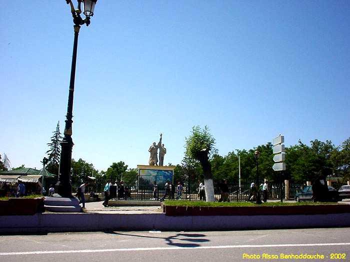 البوم صور لمدينة الجسور المعلقة الله يبارك عليها Statue