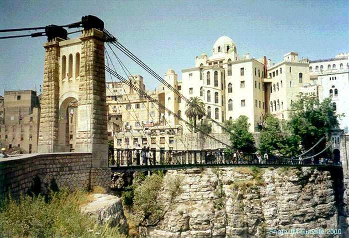 البوم صور لمدينة الجسور المعلقة الله يبارك عليها Perregaux1