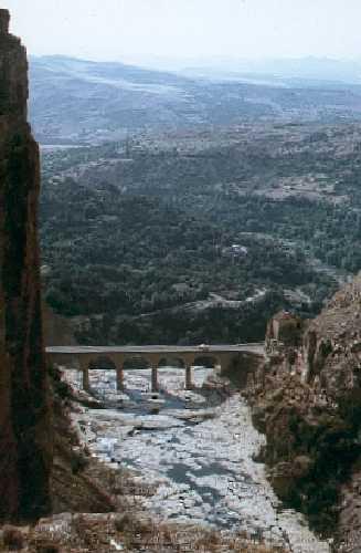 البوم صور لمدينة الجسور المعلقة الله يبارك عليها Pontdeschutes02